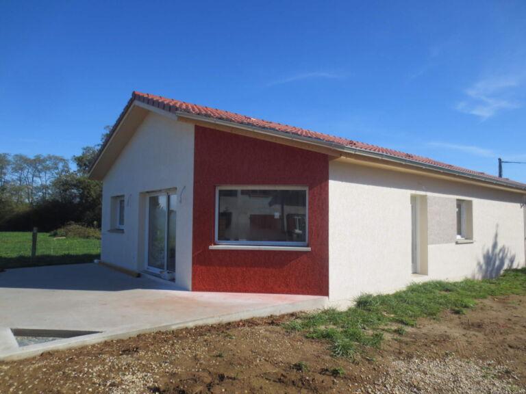 Photo 1 : Sur la route des 30 ans de Maisons d'en France, BaTix a poussé la porte de la maison à ST JUST - Maisons d'en France 01 Meximieux